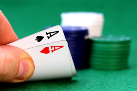 poker-hand-pocket-aces1