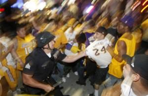 lakers fans riot
