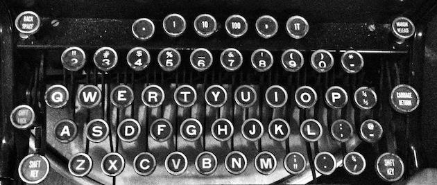 Old-typewriter-keyboard