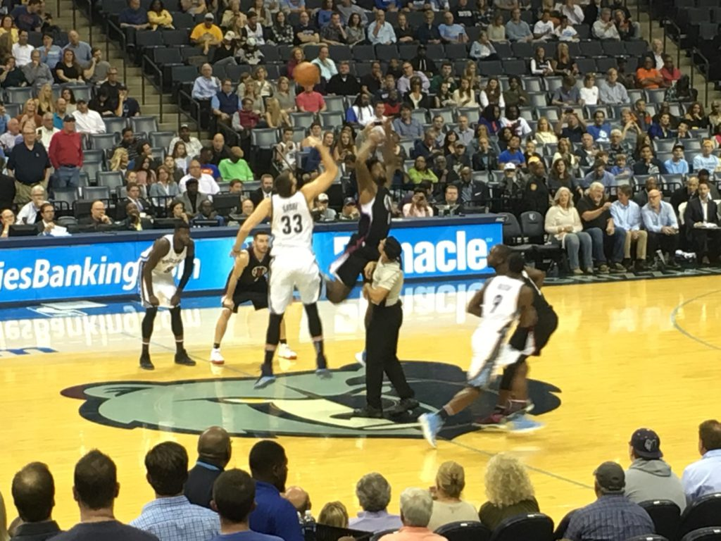 grizz-jump-ball