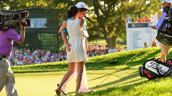 Dufner pats wifes ass