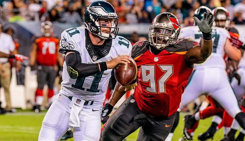 Carson chased by Bucs